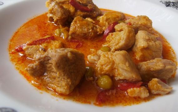 Vepřové maso s kapií a hráškem