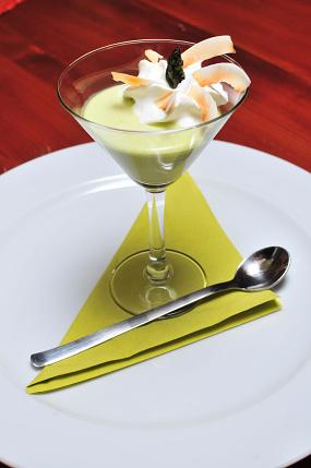 Chřestové vanilkové cappuccino s kokosovou šlehačkou