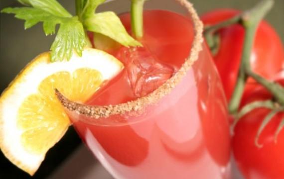 Slaný nápoj z rajčat