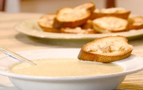 Česneková polévka se smetanou