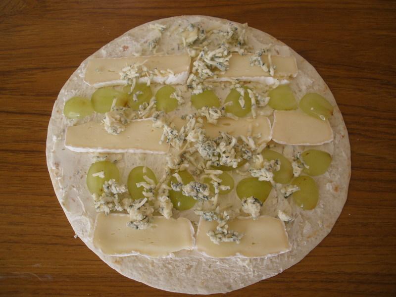 Tortilly se sýrem a ovocem