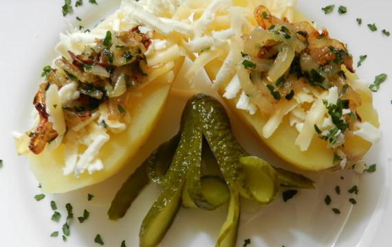 Sýrovo-cibulové bramborové lodičky