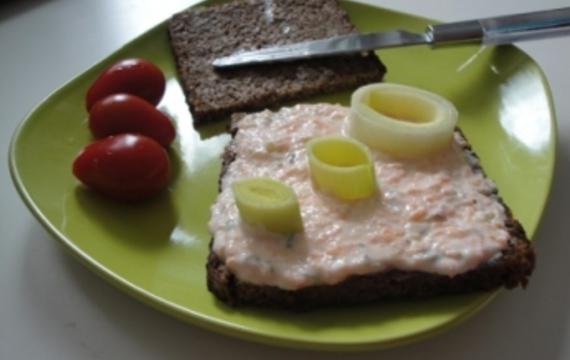 Tvarohovo-jogurtová pomazánka s olivami