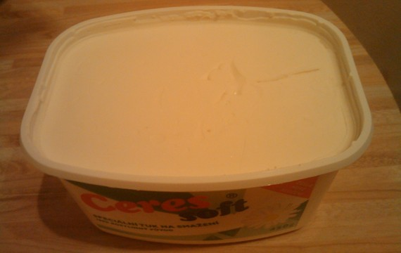 Ztužený pokrmový tuk