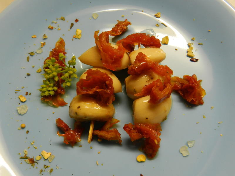 Nakládaný česnek se sušenými rajčaty