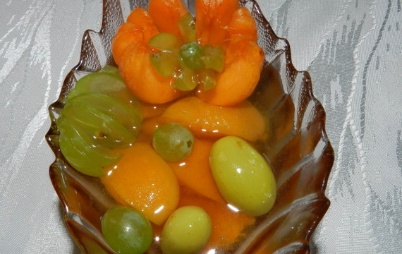 Meruňkový kompot s hroznovým vínem