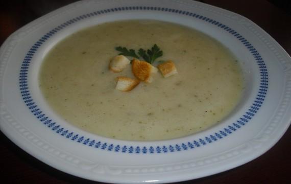 """Krémová """"bramboráková"""" polévka"""