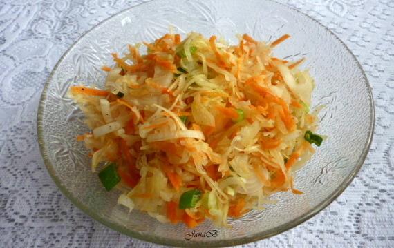 Mrkvový salát se zelím