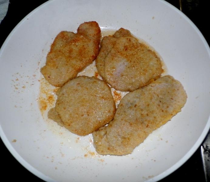 Smažené vepřové kotlety s okurkovou omáčkou