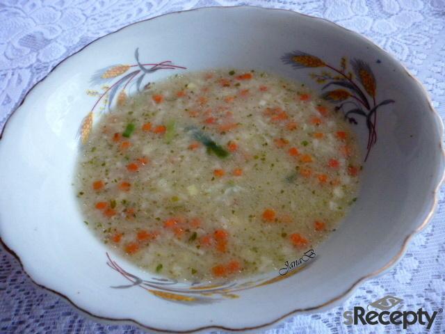Vločková polévka s česnekem a zeleninou