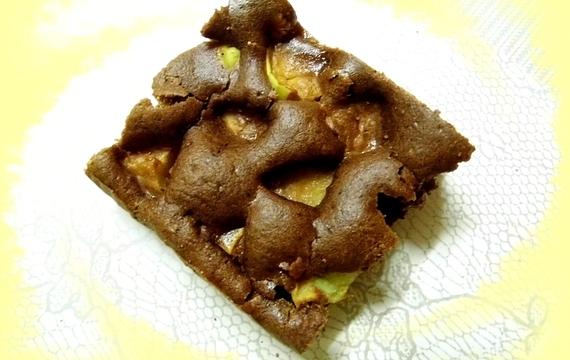 Kakaový koláč s jablky