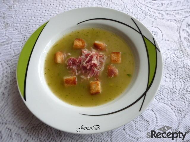 Polévka z řapíkatého celeru s hráškem