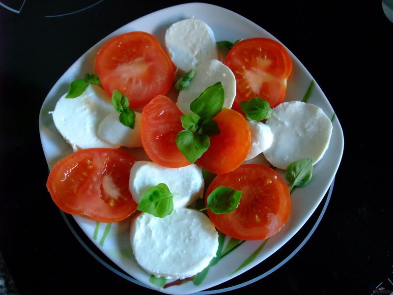 Rajčatový salát s mozzarellou