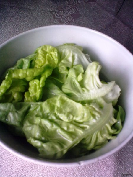 Hlávkový salát se sladkokyselým nálevem