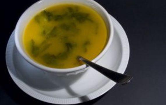 Rychlá krupicová polévka se špenátem
