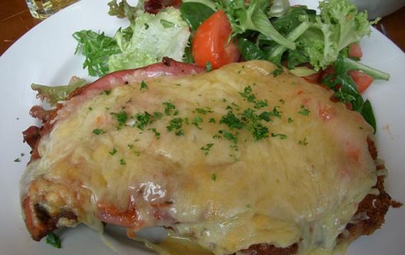 Zapékané vepřové se šunkou a sýrem