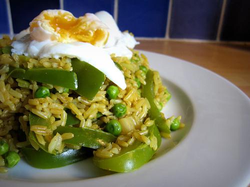 Kari rizoto s volským okem a zeleninou