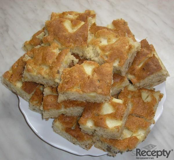 Jablečno-ořechová buchta