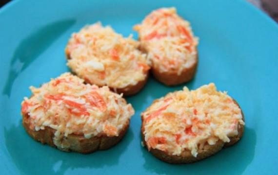 Barevná sýrová pomazánka s mrkví