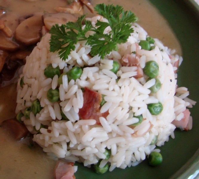 Rýže se šunkou a hráškem