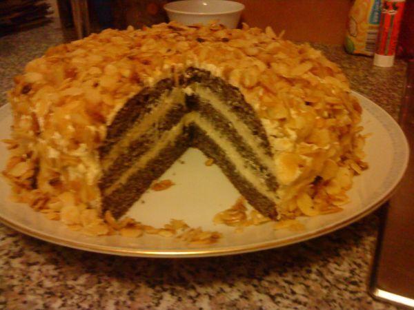 Makový dort s mandlovou posypkou