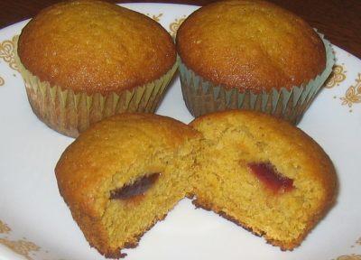 Muffiny plněné brusinkovým džemem