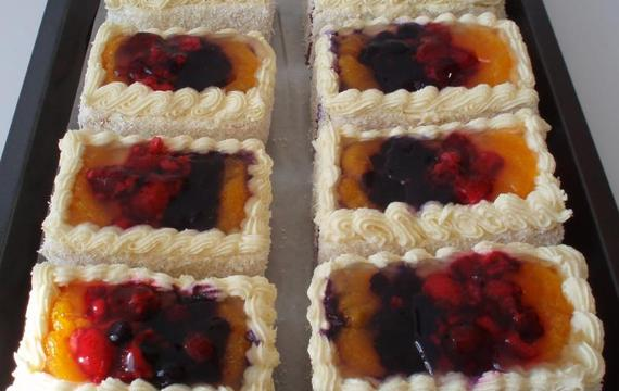 Ovocné piškotové řezy