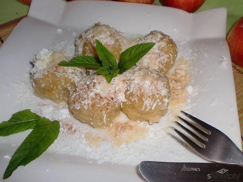 Jablečné knedlíky s kakaem