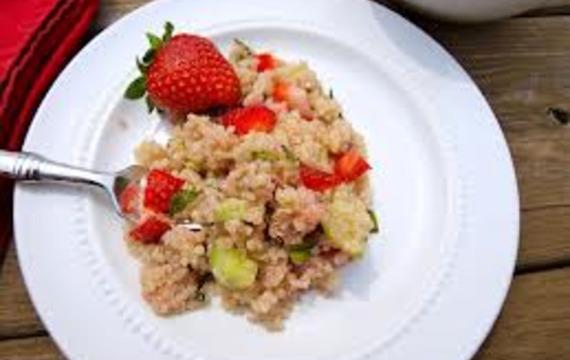 Jahodový salát s rýží