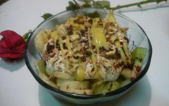 Dezert z kiwi a banánů s likérovou zálivkou