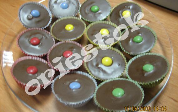 Čokoládové košíčky s lentilkami