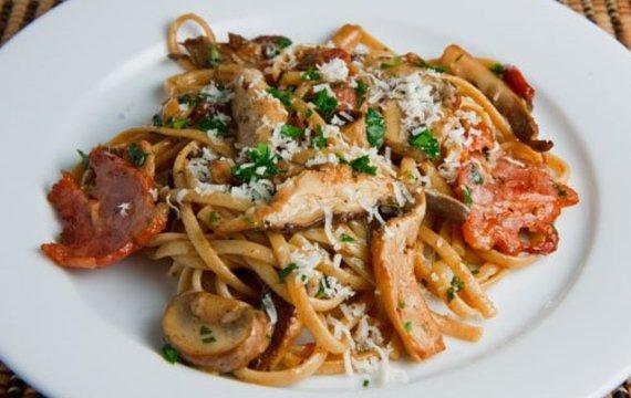 Špagety s houbami a  sýrem