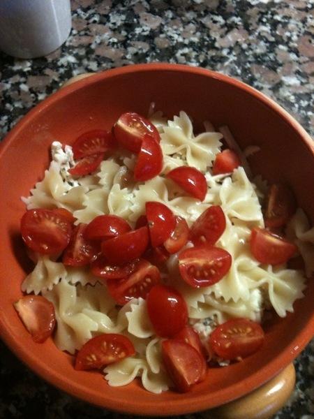 Farfalle zapečené se sýrem rajčaty