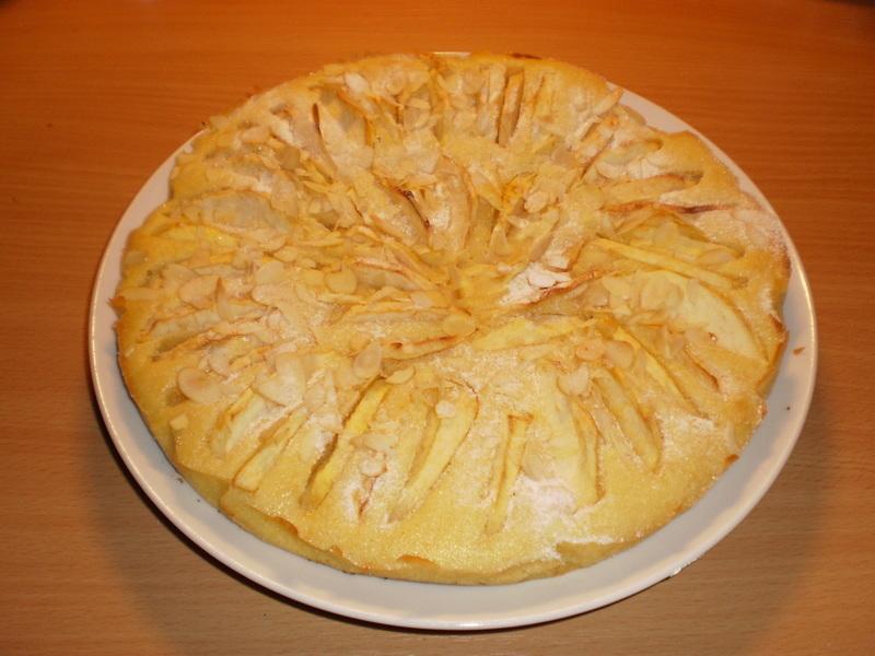 Máslovo-rumový jablkový koláč