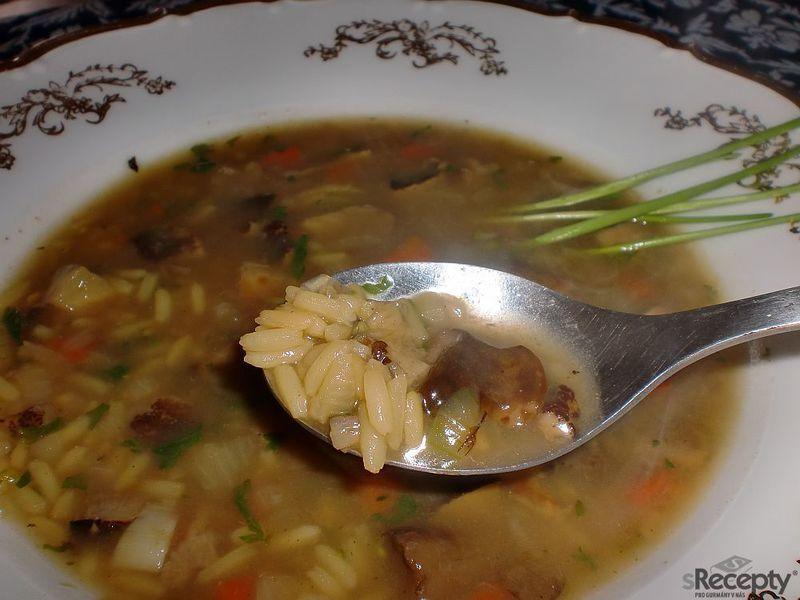 Houbová polévka s rýží