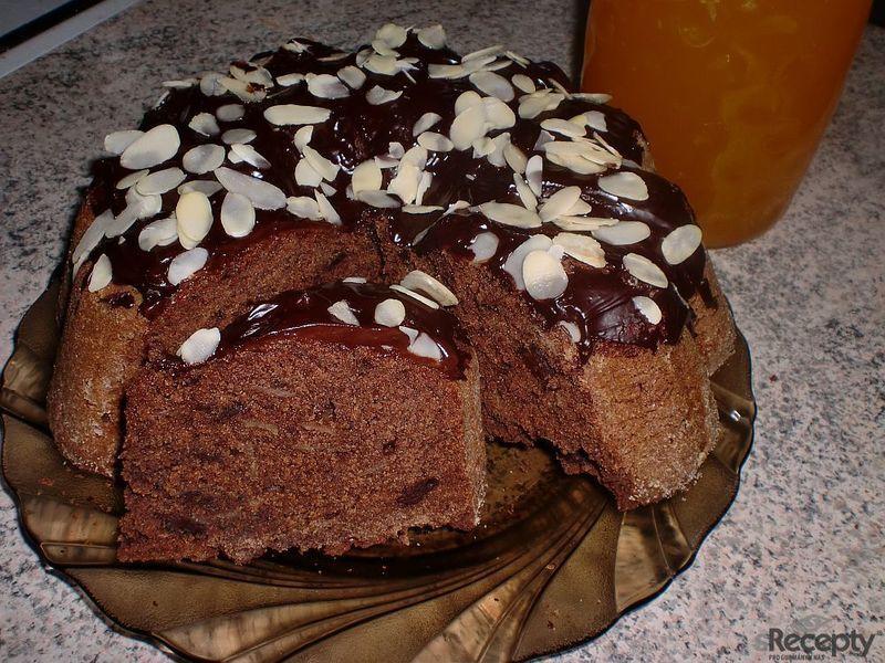 Kávová bábovka s mandlemi a čokoládou