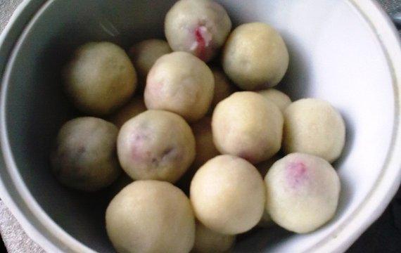 Krupicové ovocné knedlíky