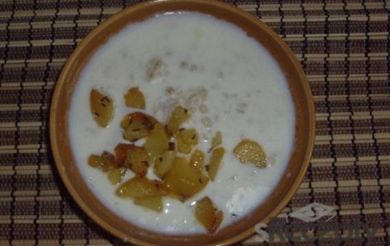 Staročeská bílá polévka s kroupami