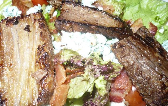 Salát s grilovaným masem