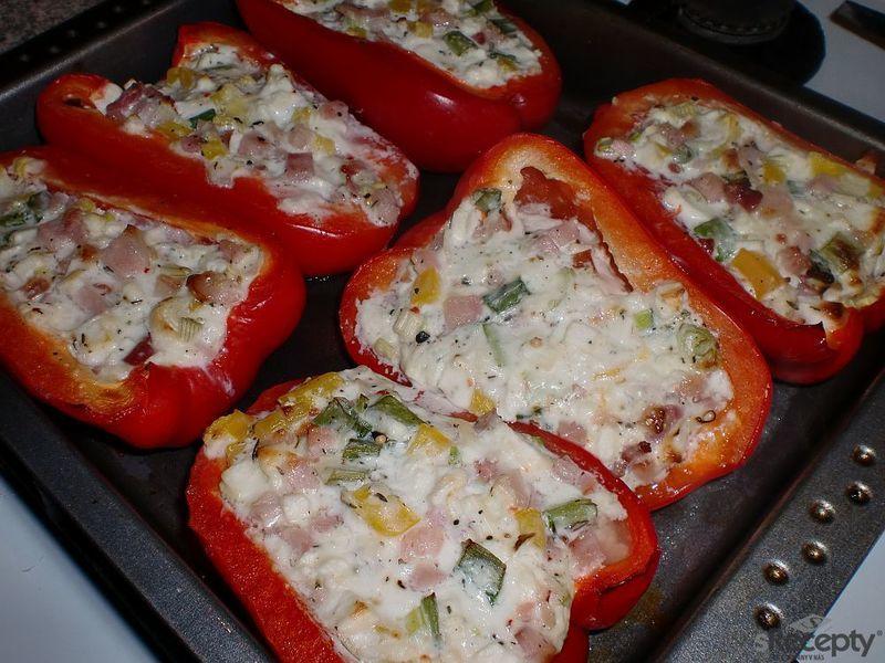 Papriky zapečené s balkánskou směsí