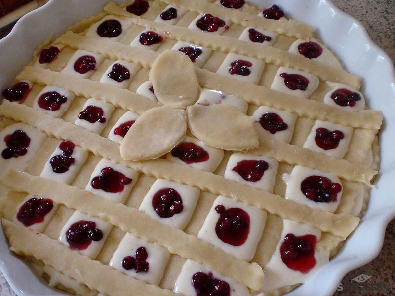 Mřížkový koláč s tvarohem a brusinkami