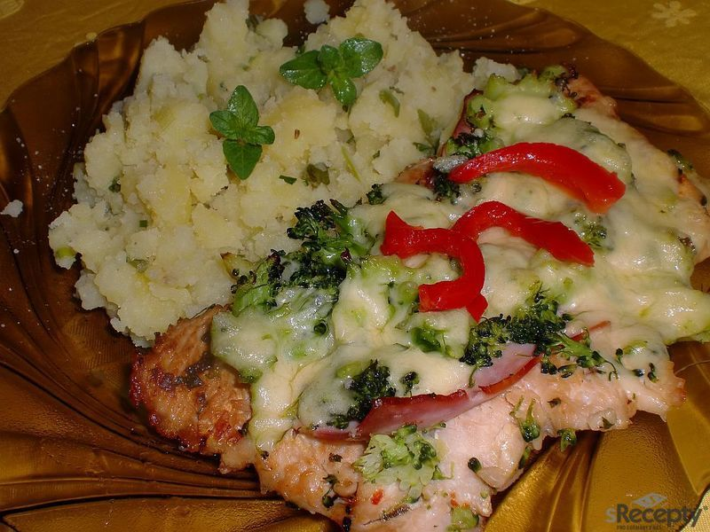 Zapečené krůtí řízky s brokolicí