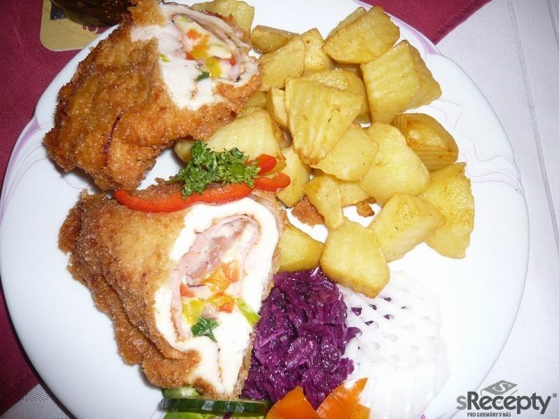 Kuřecí kapsa se šunkou, sýrem a zeleninou