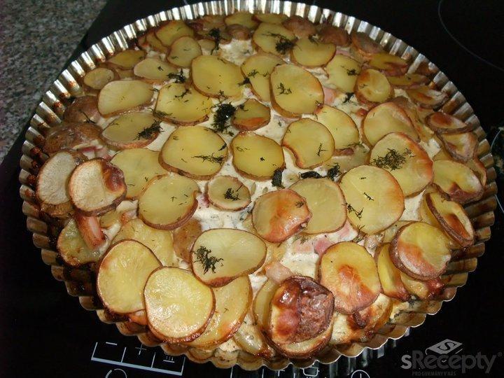 Bramborový koláč se slaninou a koprem