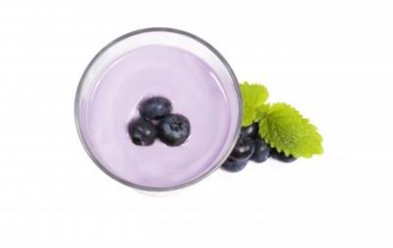 Mléčný borůvkový koktejl s jogurtem