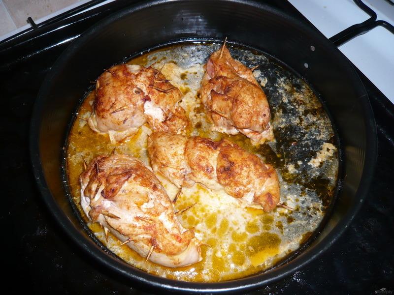 Plněná kuřecí kapsa se sýrovou omáčkou