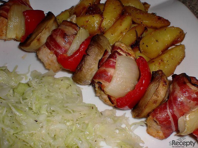 Krůtí špízy pečené na bramborách