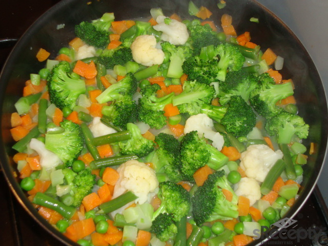 Kuřecí játra se zeleninou