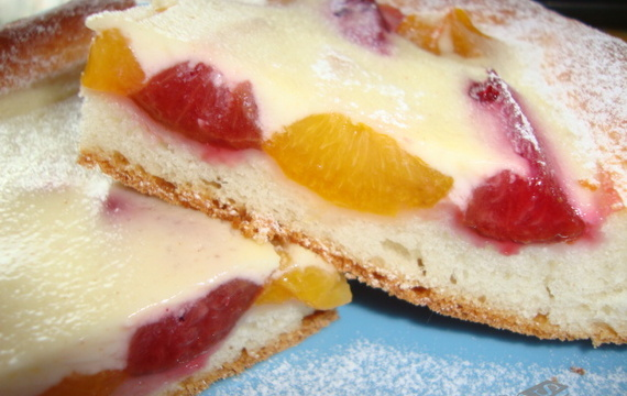 Švestkovo - meruňkový koláč s kysanou smetanou