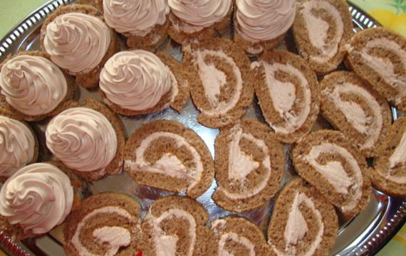 Roládové dortíky s čokoládovou šlehačkou